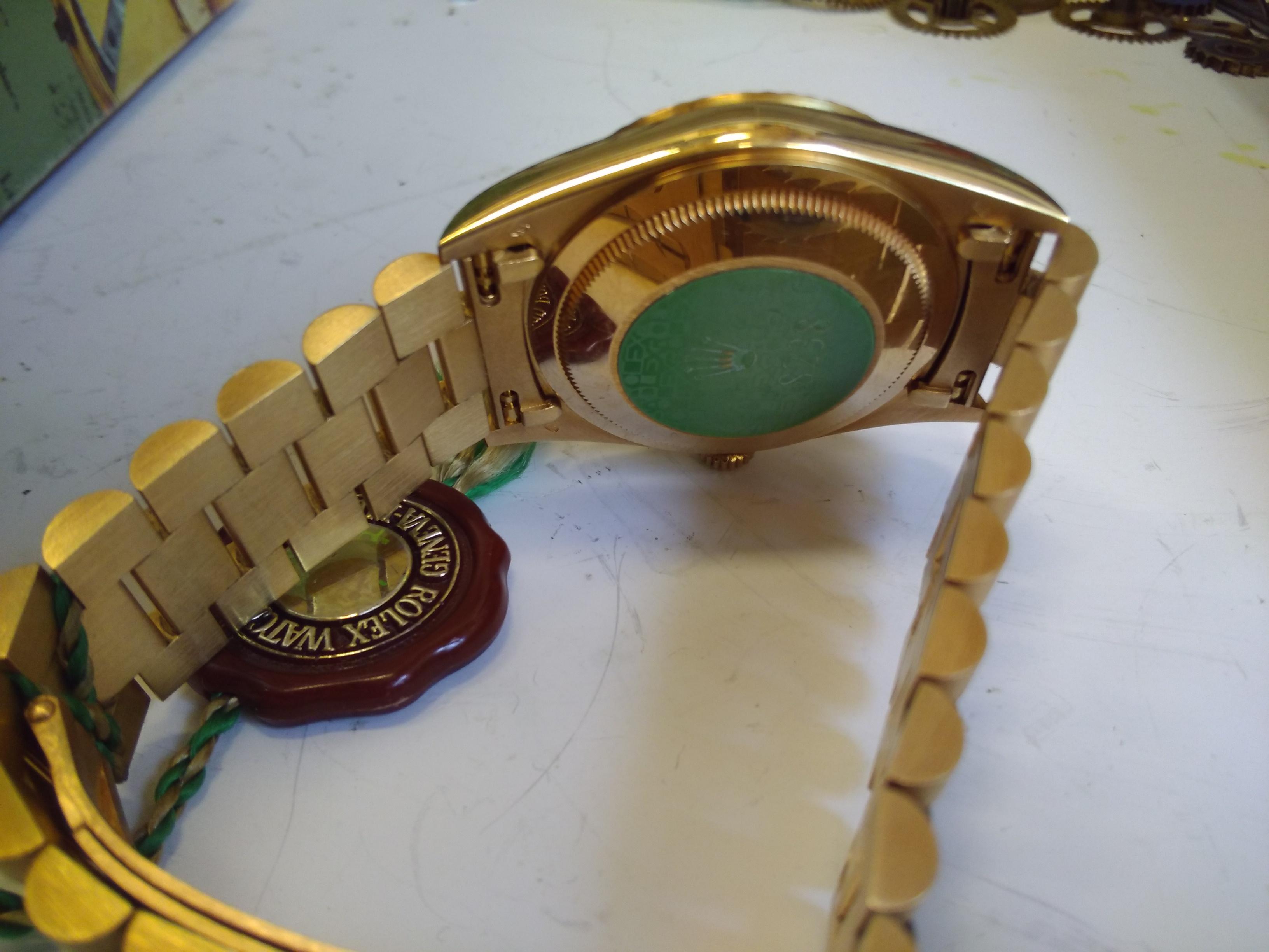 Virheetön rannekello omassa laatikossaan. Aito kello . President malli. 4324d59d8a